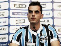 """Após primeiro triunfo do Grêmio fora, capitão Rhodolfo afirma: """"Estamos no caminho certo"""""""