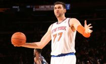 E' un grande Bargnani, il derby di New York va ai Knicks
