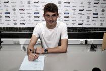 Ryan Ledson firma su primer contrato profesional con el Everton