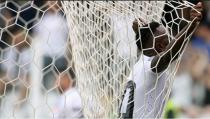 Santos vira no último minuto contra Coritiba e conquista primeira vitória no Brasileirão