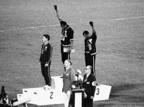 El tercer hombre en el podio, el atleta del que nunca se habla