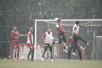 Sem Bruno e Boschilia, São Paulo treina sob chuva para enfrentar o Fluminense