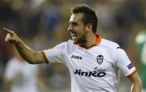 Valencia, ufficiale il rinnovo di Paco Alcacer fino al 2020
