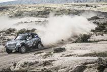 Dakar 2015, tra le auto vince a sorpresa Vasilyev. Nikolaev nuovo leader tra i camion