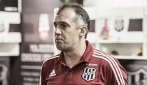 """Eduardo Baptista descarta tristeza após eliminação na Copa do Brasil: """"Orgulho deste grupo"""""""