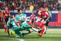 Xolos le roba el triunfo a Santos en el último minuto