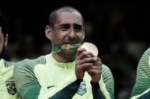 Suor, lágrimas e o ponto mais alto do pódio: Serginho se emociona após conquista da medalha de ouro
