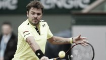 French Open 2016: Defending champion Stan Wawrinka survives early scare to see off Lukas Rosol