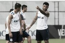 Com lesão no joelho, Kazim deve desfalcar Corinthians por pelo menos quatro semanas