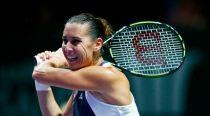 WTA Finals Singapore 2015, urlo Pennetta. Batte Radwanska e resta in corsa