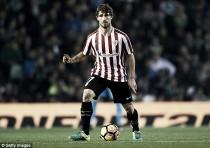 Após cirurgia para remover câncer testicular, zagueiro Yeray Álvarez retorna aos treinos no Bilbao