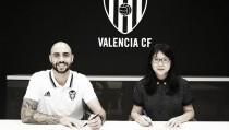 Após muita novela, Valencia oficializa contratação do atacante Zaza