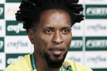 Após completar 100 jogos pelo Palmeiras, Zé Roberto almeja mais títulos