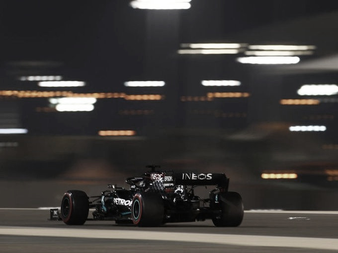 Hamilton volando en Bahrein | Foto: Fórmula 1