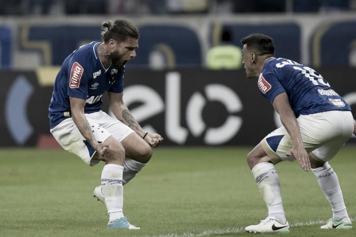 Cruzeiro volta a vencer após três rodadas e aumenta jejum do Coritiba no Brasileirão