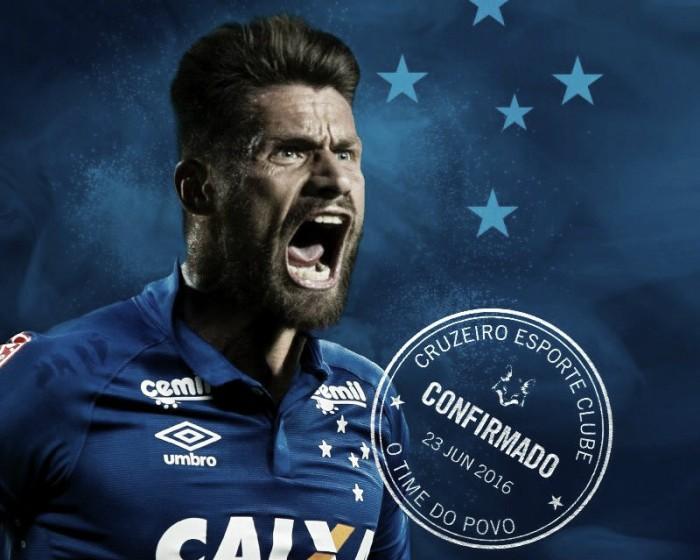 Cruzeiro acerta contratação do atacante Rafael Sóbis por três temporadas