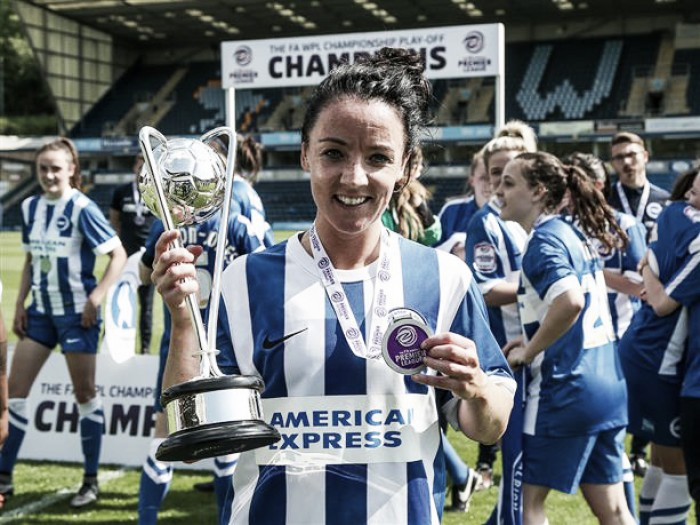 Reading Women sign Irish international Sophie Perry