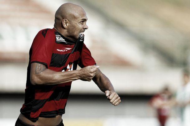 """Souza comemora primeiro gol pelo Vitória e projeta mais: """"Primeiro de muitos"""""""