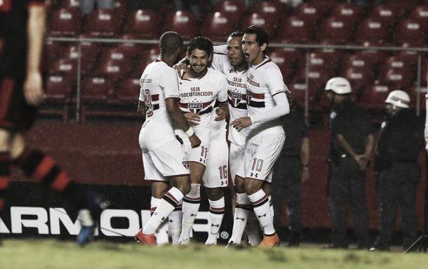Com gols no segundo tempo, São Paulo vence Flamengo na estreia do Brasileirão