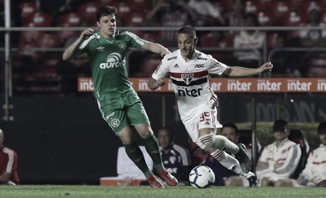 Com gols no segundo tempo, São Paulo atropela Chapecoense no Morumbi pelo Brasileirão