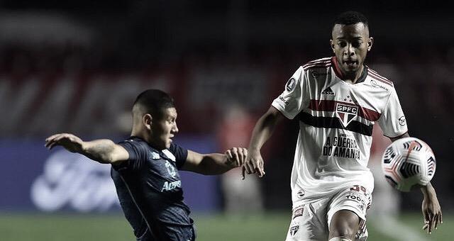 São Paulo apenas empata contra o Racing no Morumbi e se complica na Libertadores