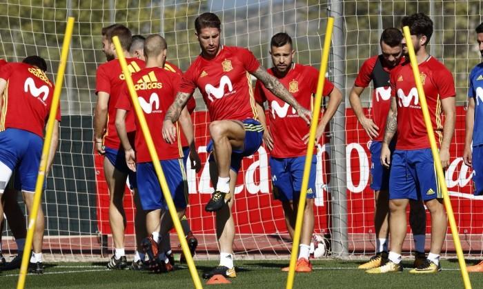 """Spagna, che caos! Tra la provocazione di Sergio Ramos e il """"pompiere"""" Lopetegui"""