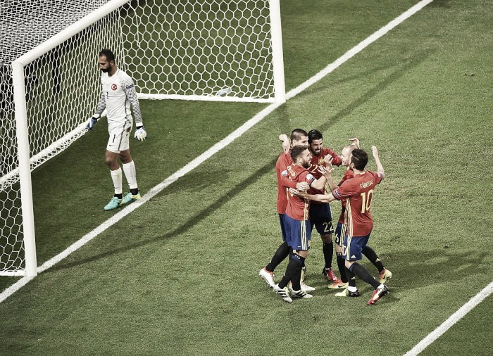 Spain 3-0 Turkey: La Roja brush aside Turkey with ease to top Group D
