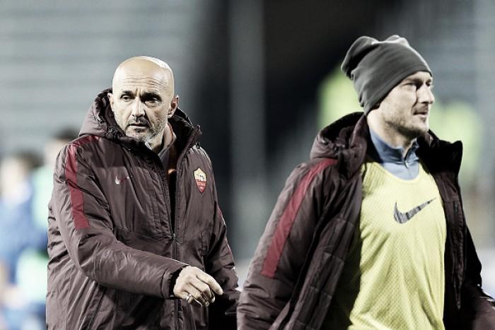 """Luciano Spalletti explica decisão de usar Totti como titular: """"Pode criar algo do nada"""""""