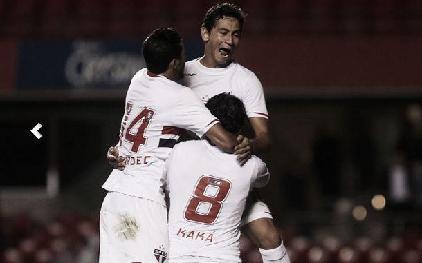 Kaká marca, e São Paulo se classifica diante do Criciúma