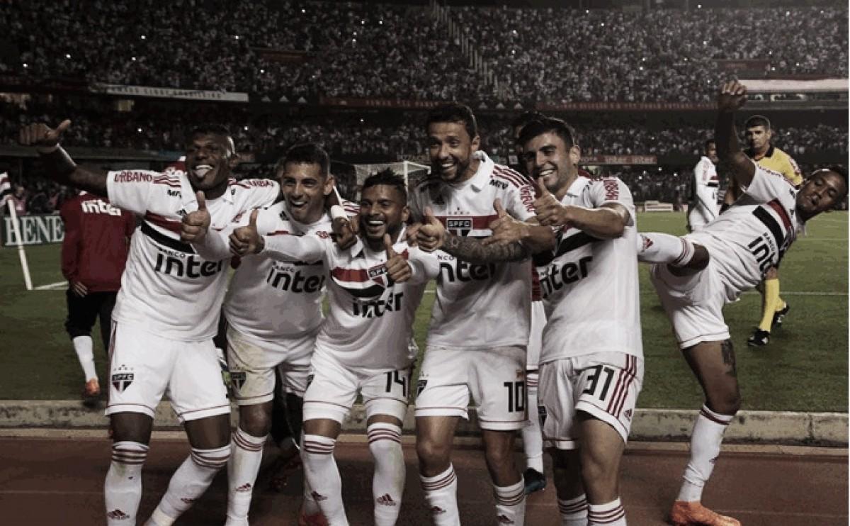 Com dois gols do lateral Reinaldo, São Paulo vence Corinthians e continua a um ponto da liderança