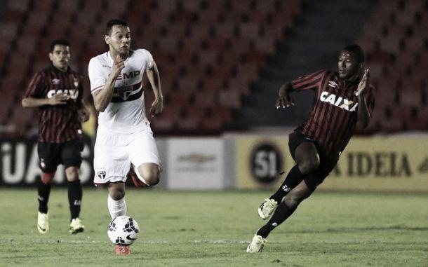Em jogo truncado, Atlético-PR e São Paulo ficam no empate em Uberlândia