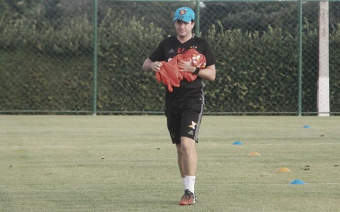 Após recusas, Sport anuncia efetivação de auxiliar Daniel Paulista até o fim da Série A