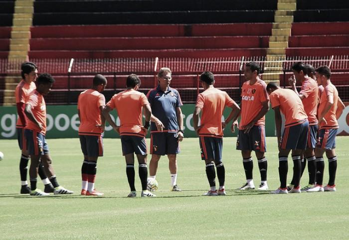 Oswaldo de Oliveira sinaliza time titular para encarar o Fluminense