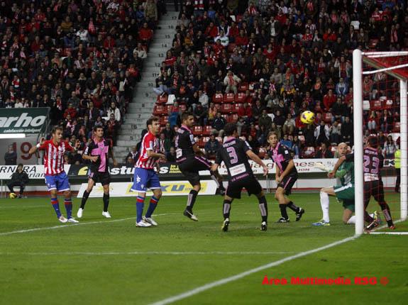 Sporting 0 - Sabadell 0, mereciendo más