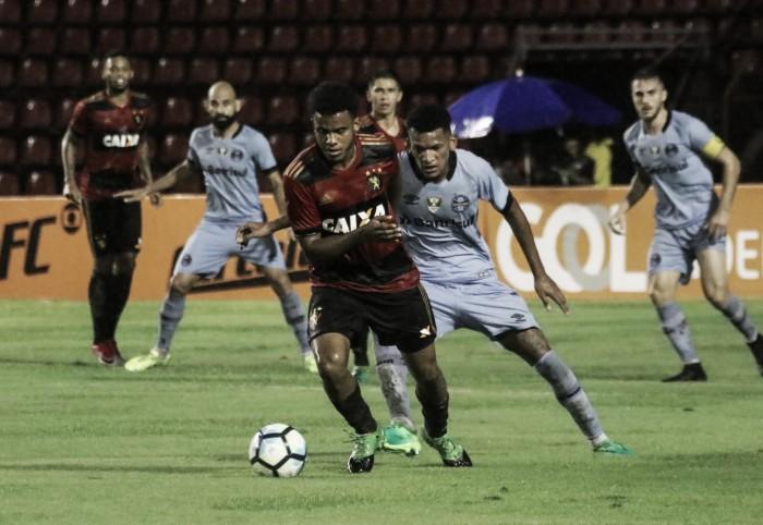Grêmio busca encurtar distância do Corinthians em duelo contra Sport