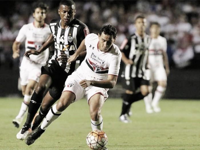 São Paulo enfrenta pressionado Atlético-MG buscando manter 100% em casa