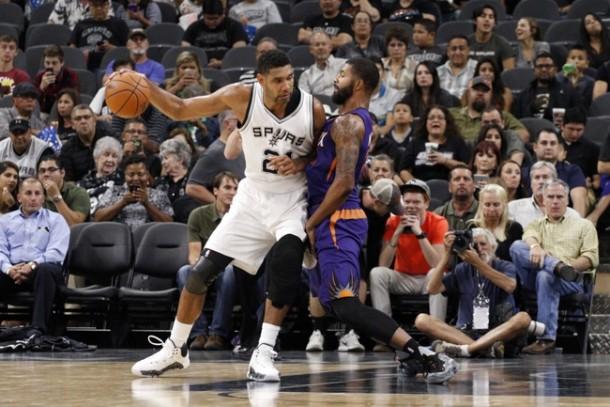 NBA: la difesa rilancia gli Spurs, battuti anche i Suns