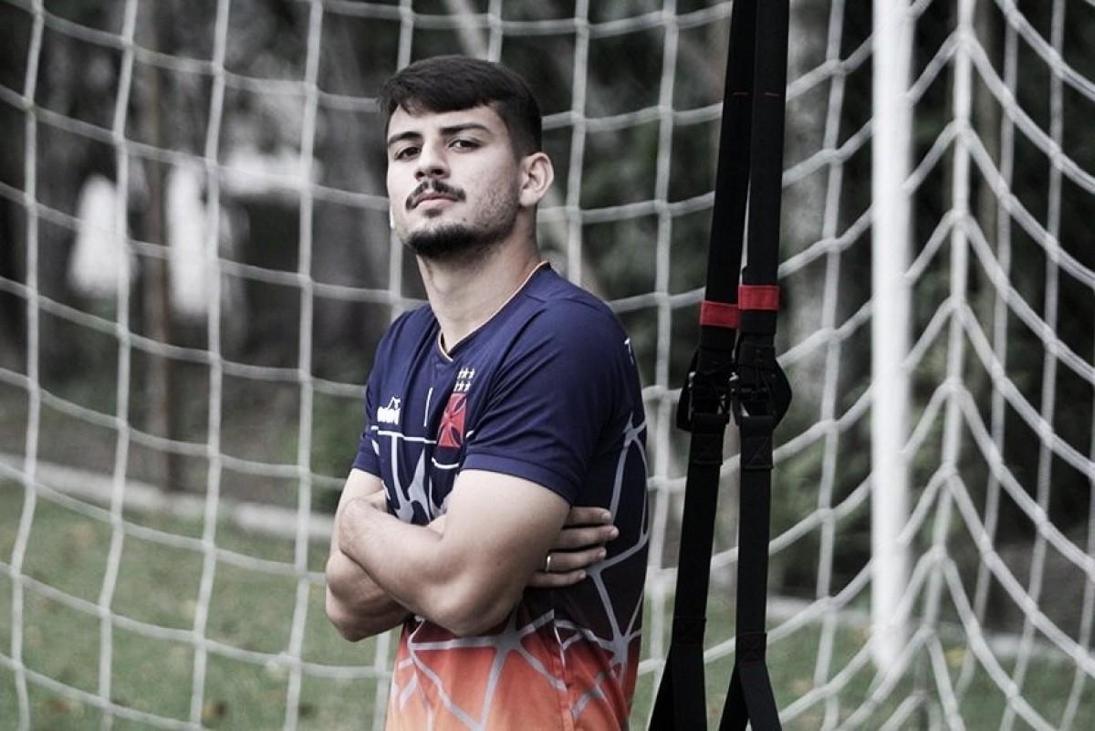 Defensor do Vasco, Ricardo Graça tem Thiago Silva como ídolo e se inspira na zaga da seleção