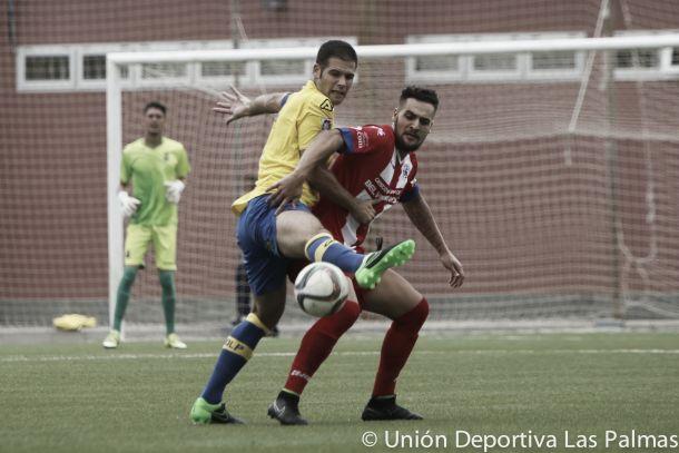 Un error defensivo condena a Las Palmas Atlético a empatar ante el Cruz Santa