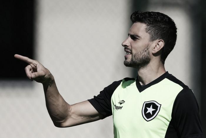 Rodrigo Pimpão é regularizado e pode estrear na partida diante do Atlético-MG