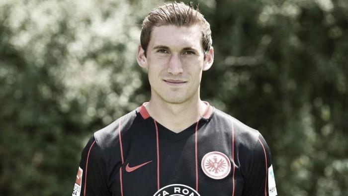 Zagueiro Reinartz se aposenta precocemente no Frankfurt por conta das frequentes lesões