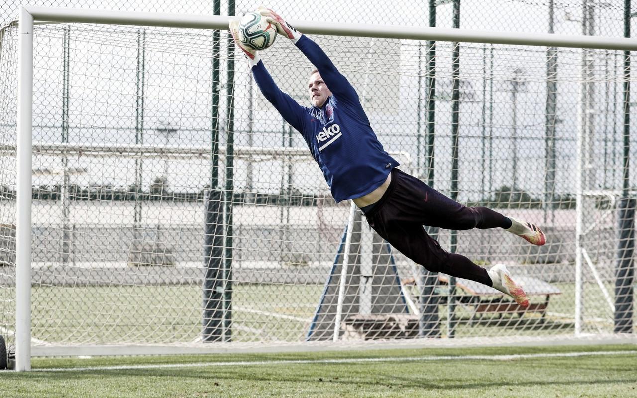 Ter Stegen passará por cirurgia no joelho direito e não tem período de retorno fixado pelo Barça