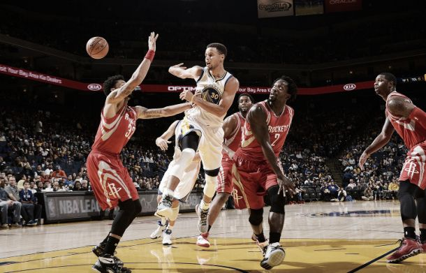 Nba preseason, Cleveland k.o. senza LeBron. Curry lancia i Warriors contro Houston