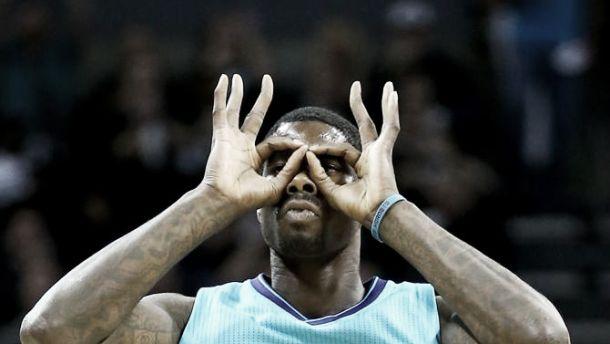 Hornets are back: Charlotte batte Milwaukee 108 a 106