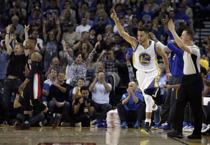 NBA - Golden State torna a vincere, Portland crolla sotto i colpi di Curry (136-111)