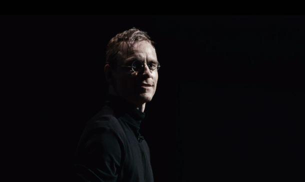 Michael Fassbender se enfunda el jersey de cuello alto de 'Steve Jobs' en el primer tráiler de la película