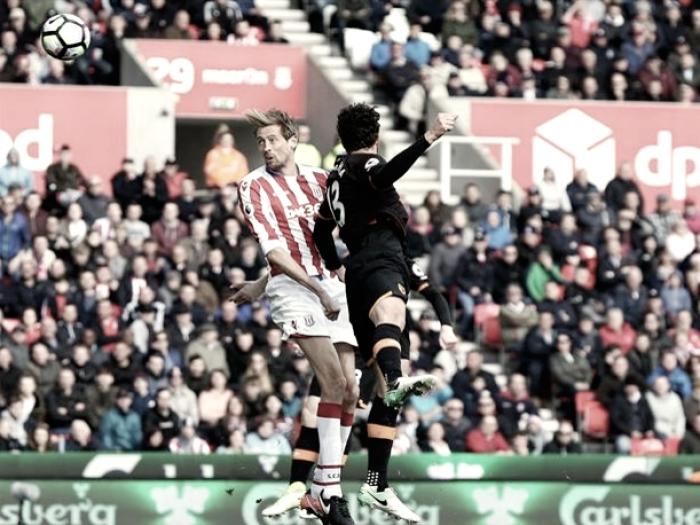 El Stoke City recupera el rumbo y deja al Hull al borde del abismo