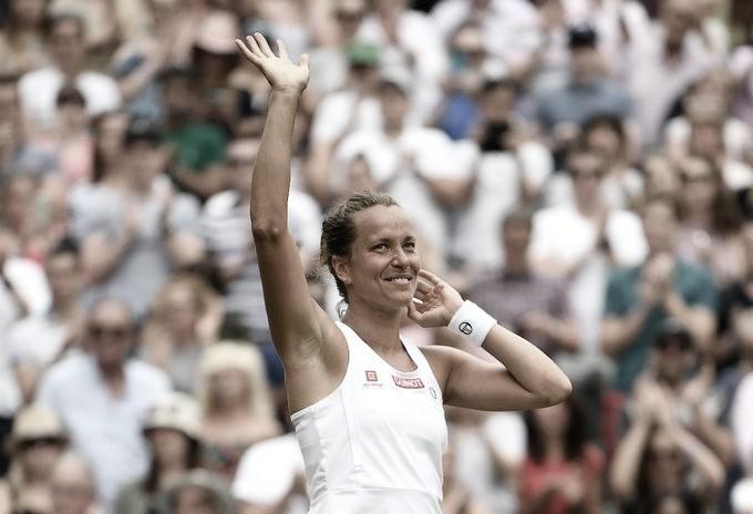 Strycova frustra torcida da casa, surpreende Konta e faz primeira semifinal de Slam na carreira