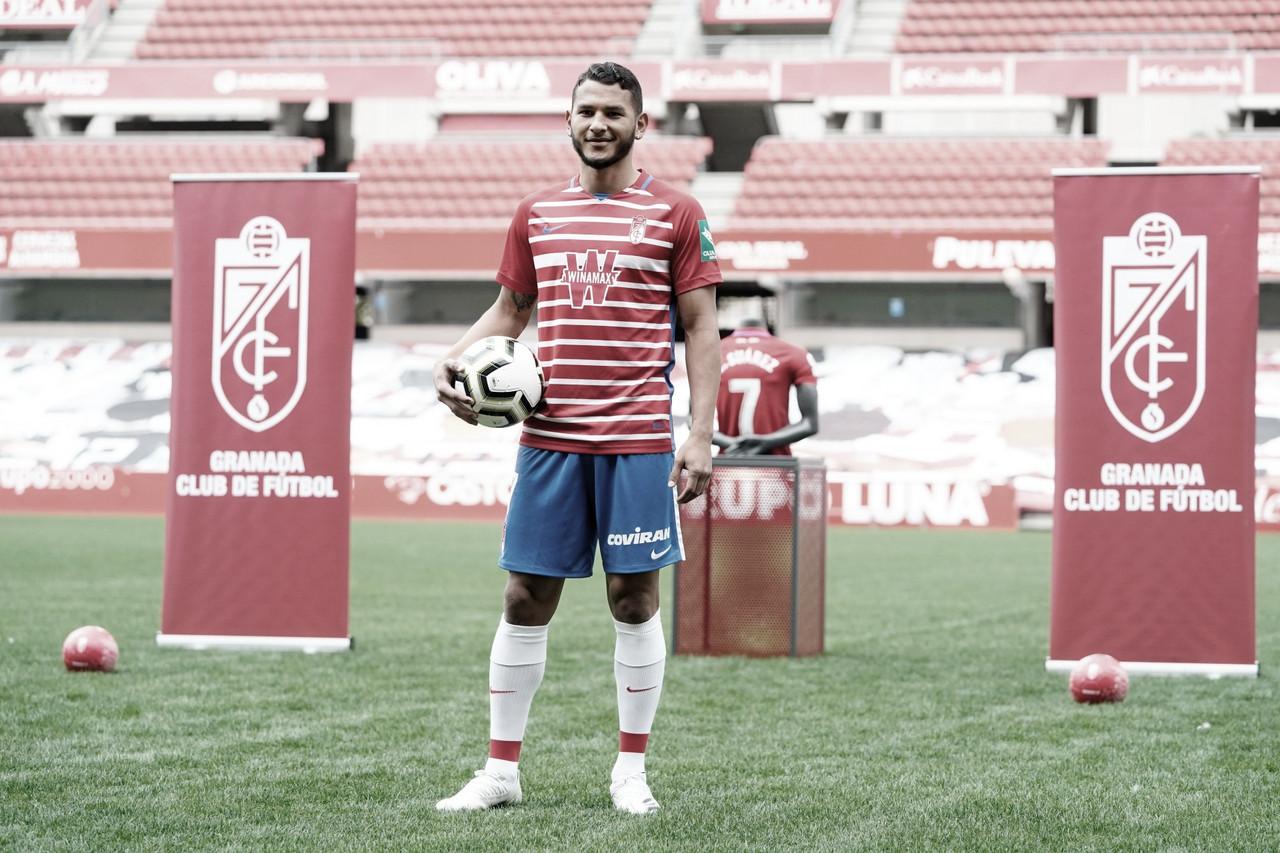 Luis Suarez, oficialmente nuevo jugador del Granada CF