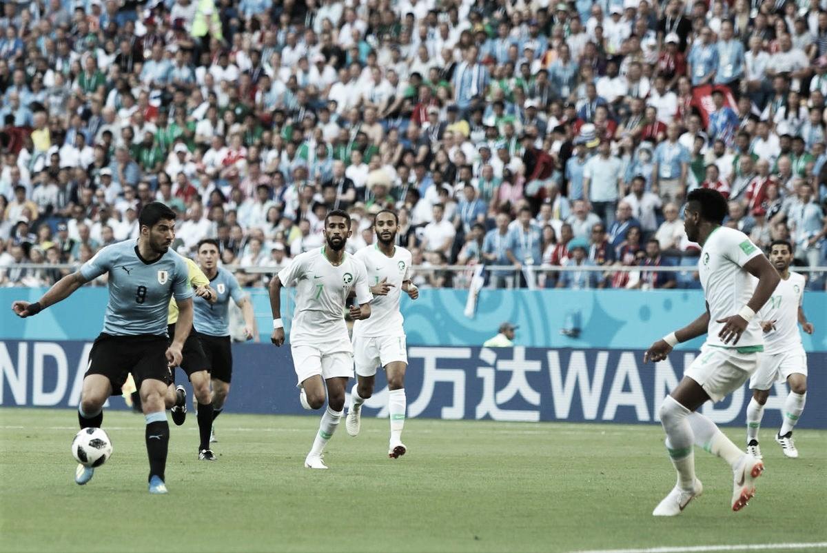 Uruguay amarró pase a octavos con solitario gol de Suárez